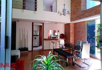 Apartamento en Los Balsos, Poblado - 138mt, tres alcobas, terraza