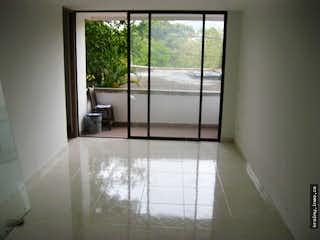 Una vista de un cuarto de baño con una puerta de cristal en Apartamento en venta en Las Brisas, Itagui.