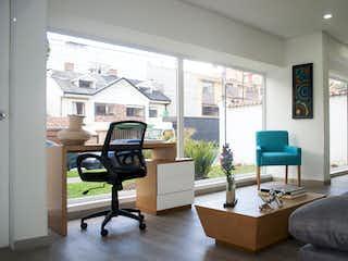 Una sala de estar llena de muebles y una televisión de pantalla plana en Tramonto