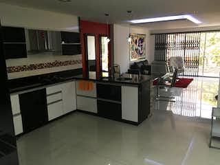 Una cocina con una estufa y un fregadero en Apartamento en  Laureles - 4 habitaciones