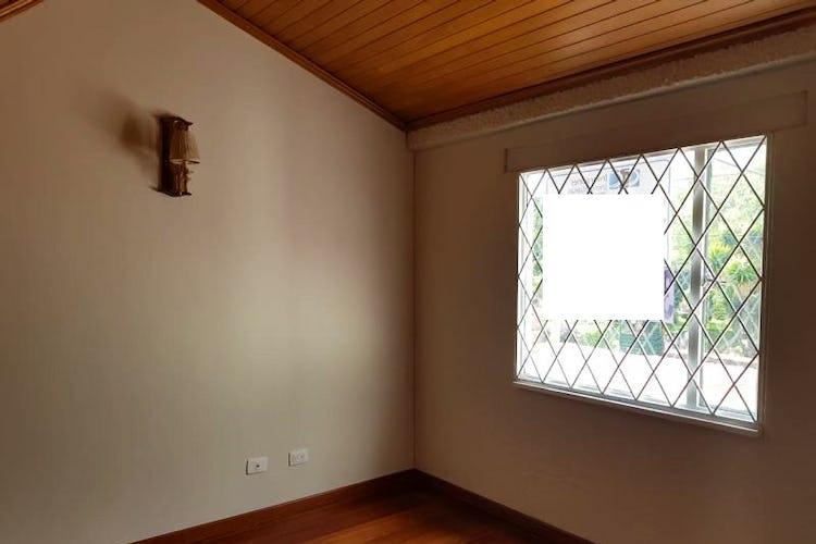 Portada Casa de 184m2 en Villa Magdala, Bogotá - con tres alcobas