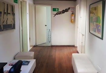 Casa de 270m2 en Santa Bárbara Oriental, Bogotá - de dos pisos