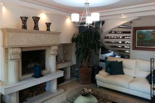 Casa en Chia - Chia, con cinco habitaciones cada una con baño.