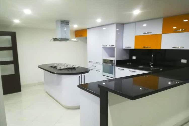 Portada Casa en Bogota Modelia - 300 mts, 1 parqueadero.