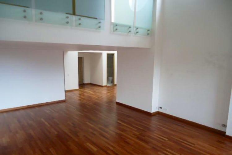 Portada Apartamento de 389m2 en Los Rosales, Bogotá - doble altura en la zona social