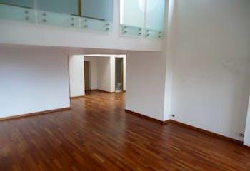 Apartamento de 389m2 en Los Rosales, Bogotá - doble altura en la zona social