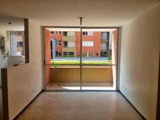 Una cocina que tiene una ventana en ella en CUMBRES DEL BOSQUE