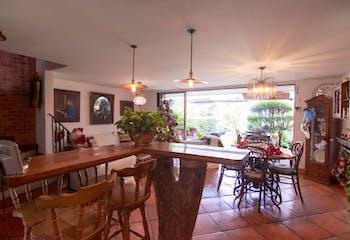 Casa en Loma del Chocho, Envigado - 220mt, tres alcobas, balcón