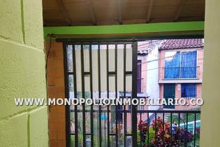 Casa unifamiliar en Buenos Aires, Bombona - 78mt, cuatro alcobas, balcón