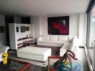 Una sala de estar llena de muebles y una televisión de pantalla plana en Apartamento en venta en Niza, 192mt con balcon