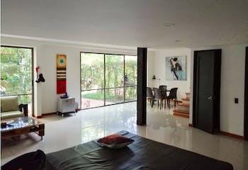 Casa en Loma del Chocho, Envigado - 162mt, tres niveles, tres alcobas