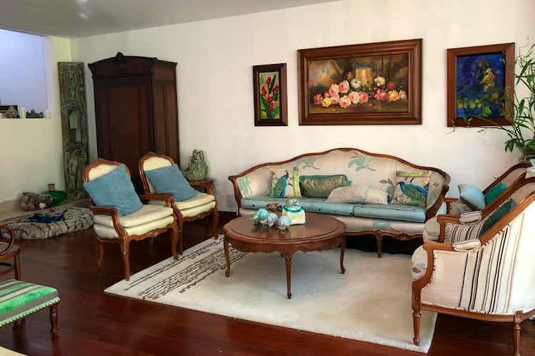 Portada Casa en San Lucas - Envigado, cuenta con tres habitaciones y cinco baños