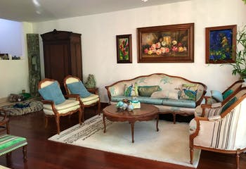 Casa en San Lucas - Envigado, cuenta con tres habitaciones y cinco baños