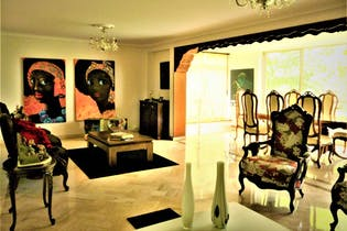Casa En Medellin - El Poblado, con 5 habitaciones y hermosa vista