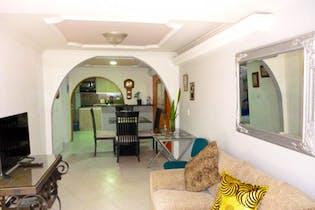 Casa En Medellin - La Mota, cuenta con tres niveles