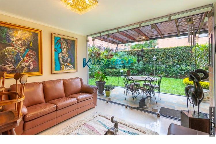Portada Casa en La Loma de los Parra - El Poblado, cuenta con 2 niveles y amplios espacios