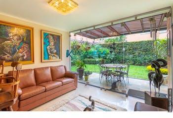 Casa en La Loma de los Parra - El Poblado, cuenta con 2 niveles y amplios espacios