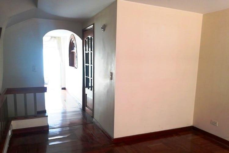 Portada Casa en Cedritos - Bogota, cuenta con tres habitaciones