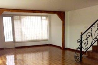 Casa en Prado Veraniego, con 4 habitaciones y balcón - 325 mt2.