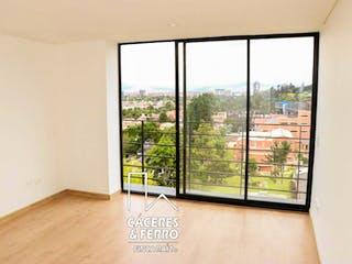 Una ventana en una habitación con una ventana en Conjunto