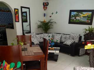 Una sala de estar llena de muebles y una planta en maceta en Casa en Bosa, Cundinamarca - Siete alcobas