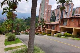 Casa en Loma De Los Almendros, Envigado - Tres alcobas