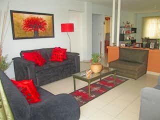 Una sala de estar llena de muebles y una chimenea en Casa en rosales - 166 mts, 4 habitaciones.