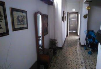 Apartamento en La América, La A,erica - 154mt, tres alcobas, patio