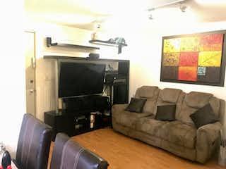 Una sala de estar llena de muebles y una televisión de pantalla plana en Departamento en venta en Alamos