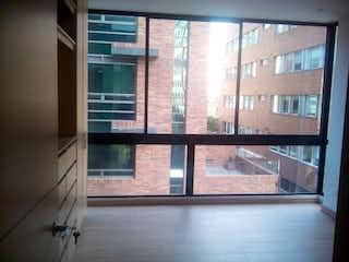 Una ventana que está delante de una ventana en Edificio Leck 93