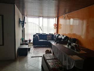 Una sala de estar llena de muebles y una ventana en Apartamento en Carvajal - 61,8 mts, 2 parqueadero.