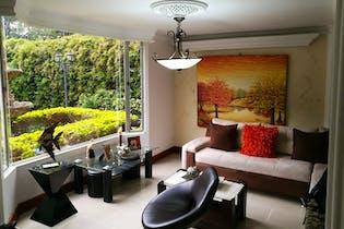 Casa en Zuñiga - Envigado, cuenta con tres niveles.