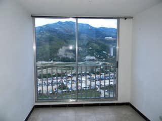 Una ventana que tiene un montón de pájaros en ella en Apartamento en Niquia - Bello, cuenta con tres habitaciones.