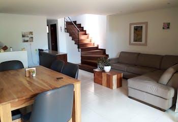 Casa en Loma Del Atravesado, con tres habitaciones y cuatro baños