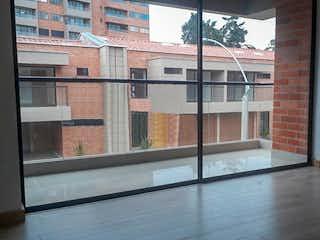 Una vista de un edificio en una ventana en Casa en San Antonio de Pereira, Rionegro - Tres alcobas