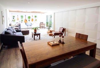 Apartamento en Morato de 98 mts más 8,5 mts de terraza, primer piso.