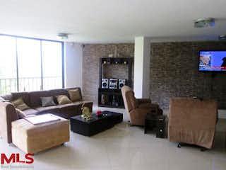 Una sala de estar llena de muebles y una televisión de pantalla plana en San Jose