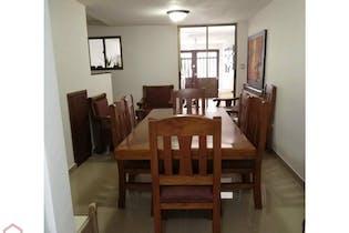 Casa en Envigado, Manga azul con 3 habitaciones y balcón - 150 mt2.