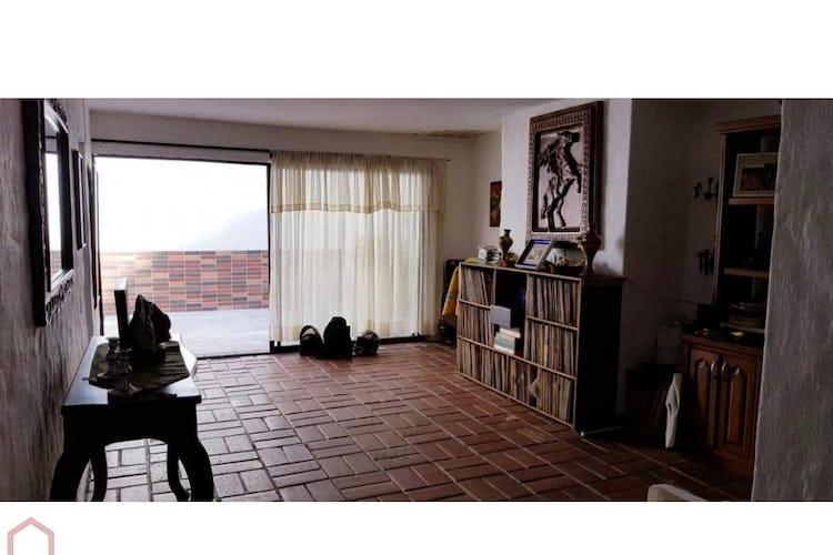 Portada Casa en Conquistadores, Laureles con 2 niveles y 10 habitaciones - 550 mt2.