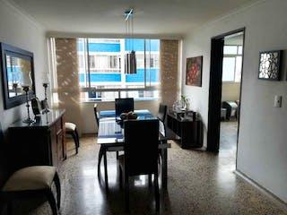 Una sala de estar llena de muebles y una televisión de pantalla plana en Apartamento en Calasanz, Estadio con 4 habitaciones, piso 4 - 138 mt2.
