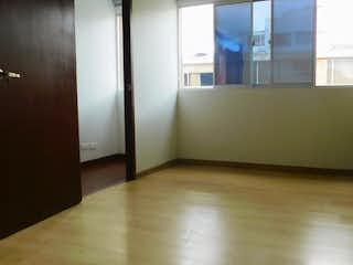 Un refrigerador congelador blanco sentado dentro de una cocina en Apartamento en Barrio Nicolas de Federman, Nicolas de Federman - 6 habitaciones