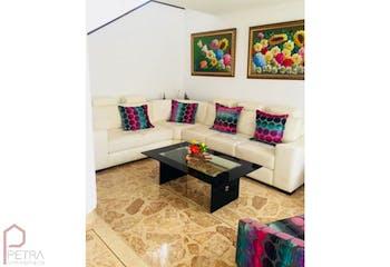 Casa en el poblado,medellin - 220 mts, 3 parqueaderos.