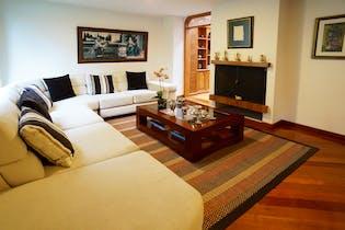 Casa en el Barrio Cedritos de 211 Mts más 13 Mts de terraza, tres pisos.
