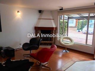 Una sala de estar llena de muebles y una ventana en Casa en venta en Fonquetá 164m² con Bbq...