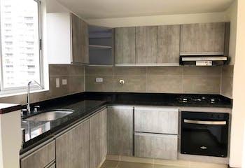 Apartamento en La Tomatera, Poblado - 103mt, tres alcobas, balcón