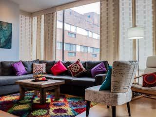 Una sala de estar llena de muebles y una ventana en Messina