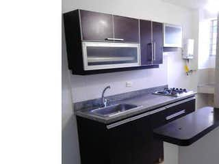 Una cocina con una estufa de fregadero y microondas en Apartamento en La America, Calasanz - 67mt, tres alcobas, balcón