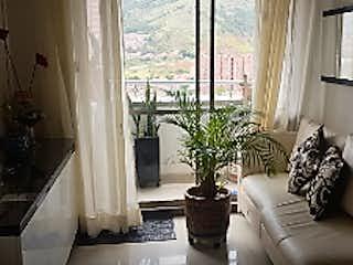 Una sala de estar llena de muebles y una planta en maceta en ceiba del norte