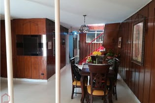 Casa por el sector de calasanz, Medellin - 139 mts, 13 habitaciones.