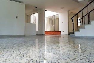 Casa en Medellin La America - 350 mts, 2 parqueaderos.